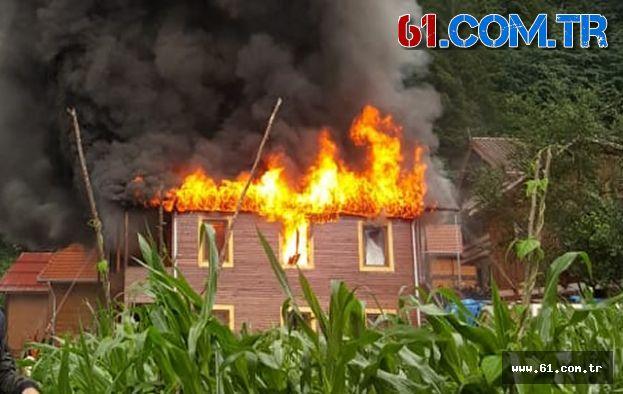 Uzungöl'de 2 katlı pansiyonda yangın çıktı
