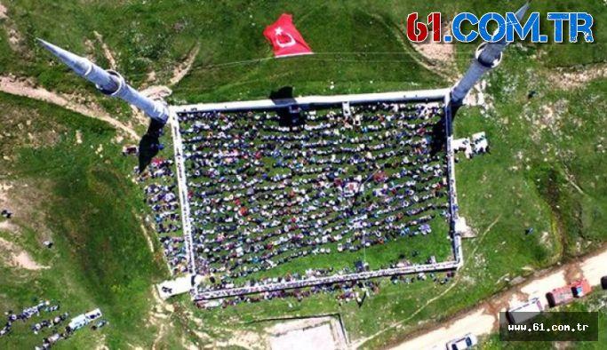 Tiyatrocu Orhan Aydın 558 yıllık Kadırga camii için skandal bir paylaşım yaptı!