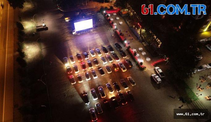 Vakfıkebir'de Arabalı sinema, keyif verdi