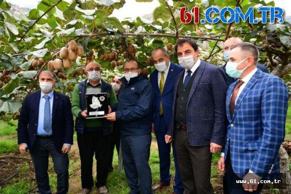 Akçaabat'ta Alternatif Ürün Kivi'de Meyve Hasadı Başladı