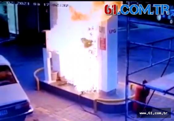 Trabzon'un Beşikdüzü ilçesinde akaryakıt istasyonunda yangın sonrası faciadan dönüldü.