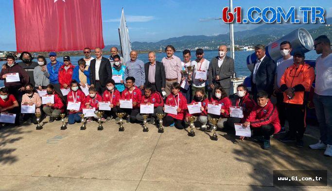 19 Mayıs Gençlik ve Bahar Kupası'nda dereceye girenler ödüllerini aldı