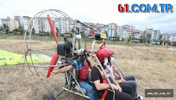 Turistler Eşleriyle Uçmak İsteyince Paramotorunu İsteklerine Göre Yaptı