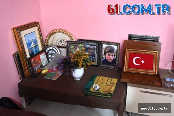 """TRT Genel Müdürü Sobacı, """"Kesişme; İyi ki Varsın Eren"""" Filminin Oyuncularıyla Maçka'da Şehitlerimizi Andı"""