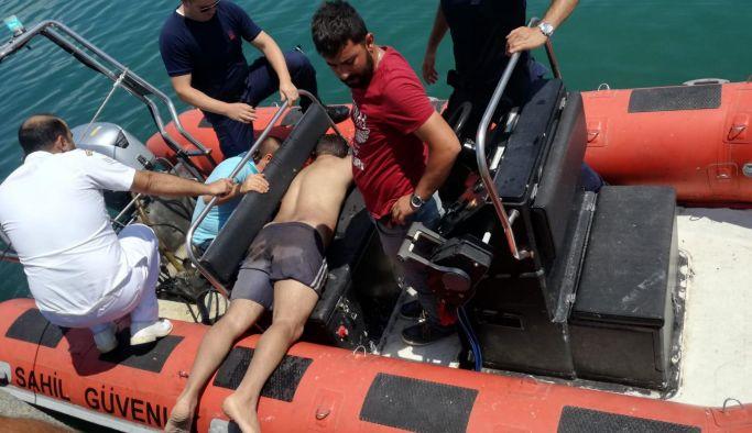 Of açıklarında denizde mahsur kalan balıkçılar kurtarıldı
