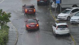 Trabzon'da aniden bastıran yağmur etkili oldu