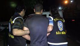 Yomra'da, çeşitli suçlardan aranan 2 kişi yakalandı.