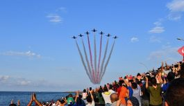 Türk Yıldızları Of'ta  gösteri uçuşu yaptı