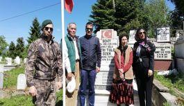 Trabzon İl Emniyet Müdürü Şehit Fatih Tolga Özer'in Kabrini Ziyaret Etti