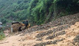Trabzon'da Sel Karayolunu Trafiğe Kapadı