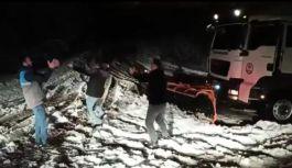 Trabzon'da kar küreme sırasında gelen galibiyet kolbastı oynattı