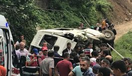 Yayladan dönen minibüs devrildi 7 ölü...