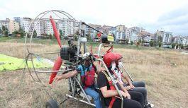 Turistler Eşleriyle Uçmak İsteyince Paramotorunu...