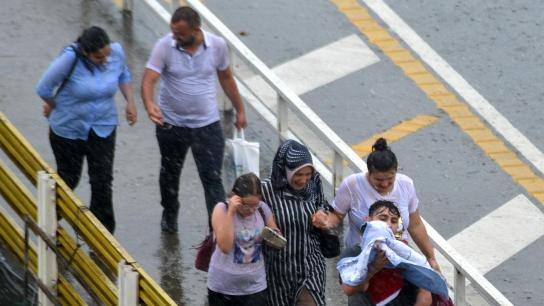 Trabzon'da yağmur hazırlıksız yakaladı